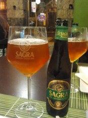 SAGRA PREMIUM Elaborada por Cerveza Sagra en Toledo. Estilo Blond Ale con 5,4% Alc. http://www.cervezalasagra.es/cervezas/