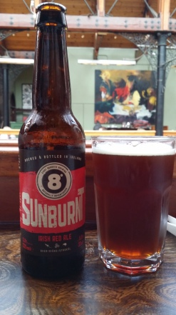 SUNBURNT Elaborada en Irlanda por Eight degrees brewing. Estilo Irish red ale. 5% Alc. http://www.eightdegrees.ie/
