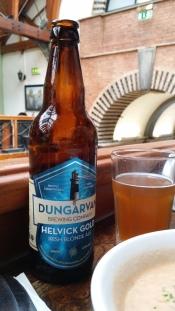 HELVICK GOLD Elaborada en Dungarvan, Irlanda. Estilo Irish Blond Ale de aroma afrutado. http://dungarvanbrewingcompany.com/